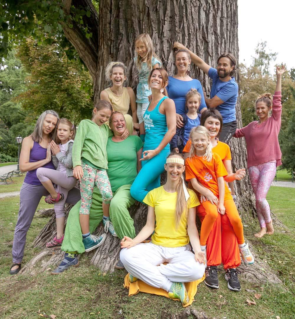 Kinderyoga-Gruppenfoto-Stdtpark Graz