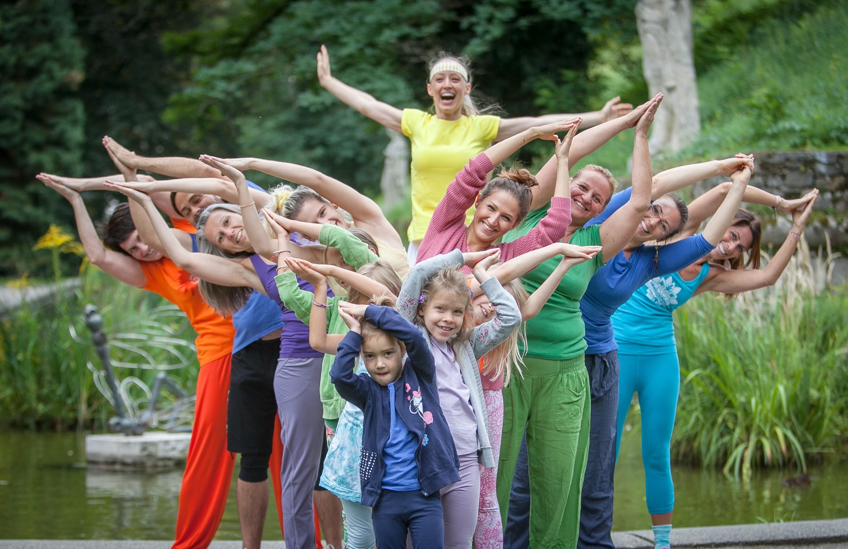 Foto: Yoga-Gruppe mit Sibylle Schöppel