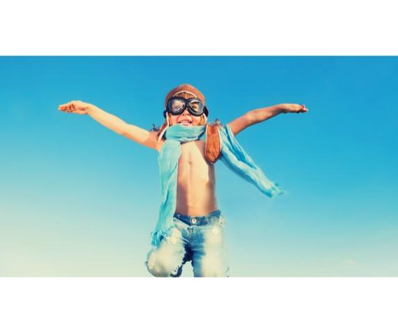 Foto für Anatomie-Webinar: Kind spielt Pilot
